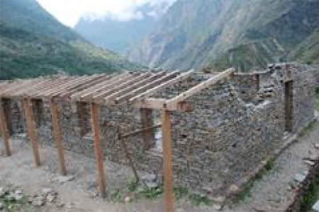 被災状況 教員宿舎(建設中)