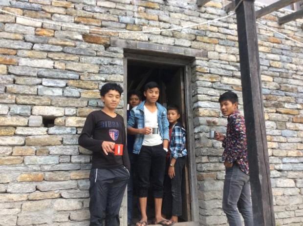 寄宿舎で生活をする生徒たち