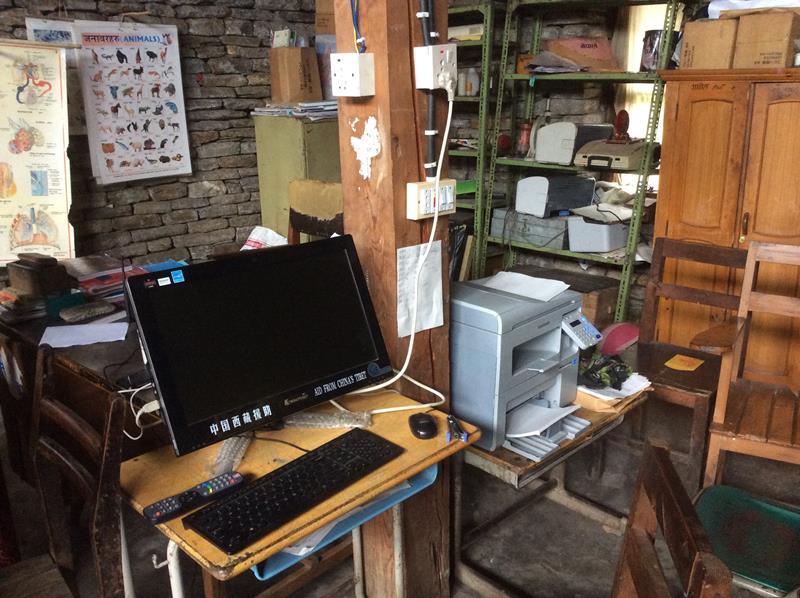 職員室のパソコンとプリンター
