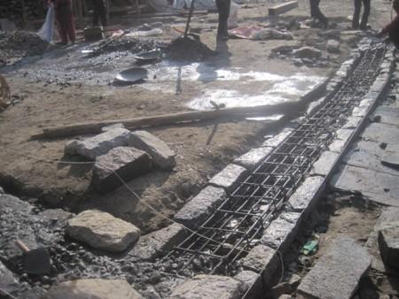 基礎を鉄筋コンクリートで補強